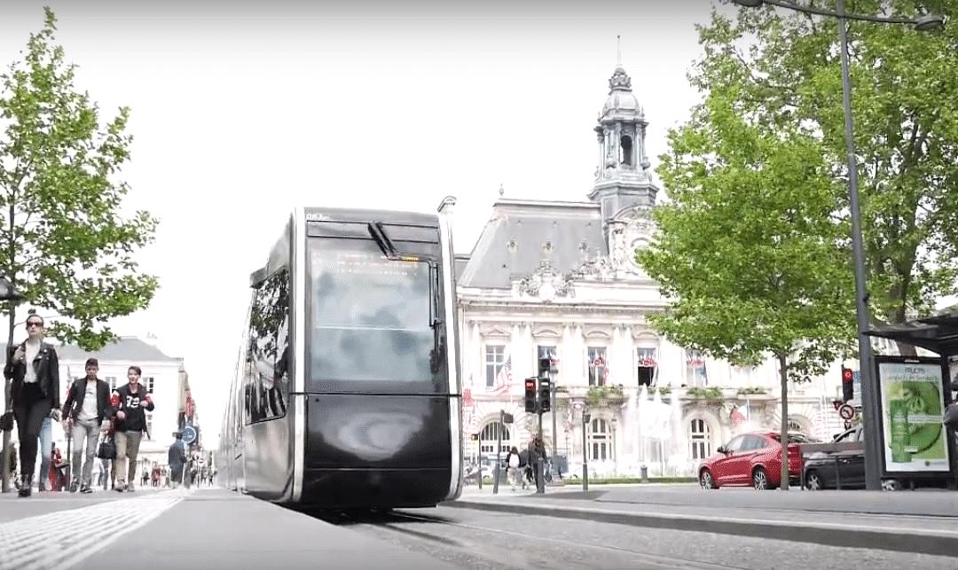 Tours Métropole inaugure sa 100ème borne Wifi gratuite WITM